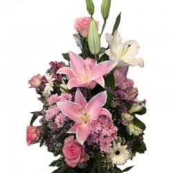 Centro variado de flores...